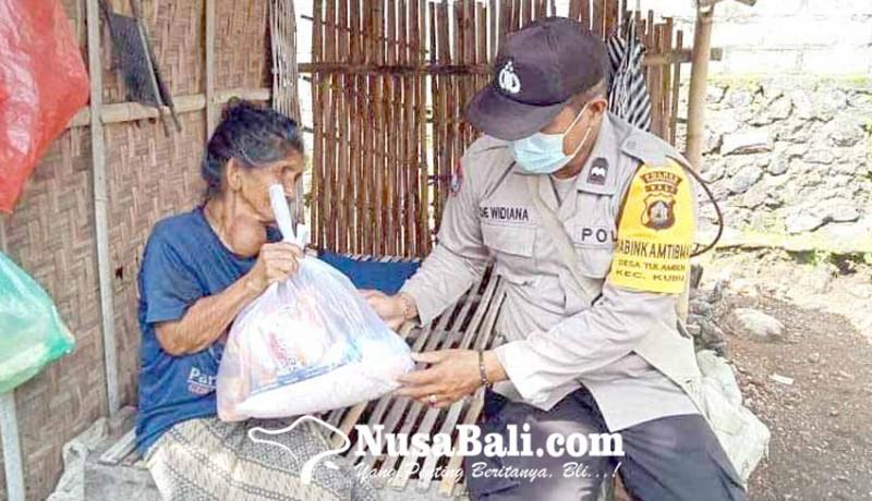 www.nusabali.com-polsek-kubu-bagikan-sembako-di-tulamben