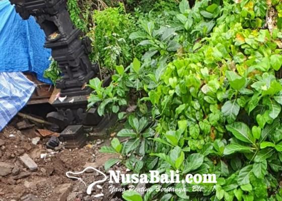 Nusabali.com - seluruh-palinggih-pura-pesimpangan-tergerus-longsor