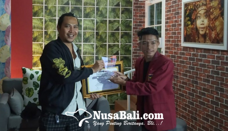 www.nusabali.com-bersama-robi-navicula-belajar-pentingnya-literasi-dalam-berkarya