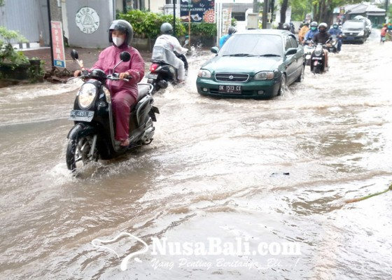 Nusabali.com - jalan-bypass-ngurah-rai-jimbaran-tergenang-air