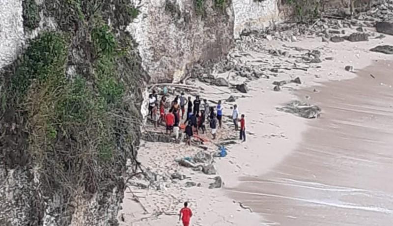 www.nusabali.com-mayat-perempuan-ditemukan-di-bawah-tebing-pantai-bingin-pecatu