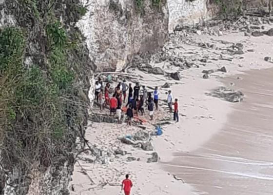 Nusabali.com - mayat-perempuan-ditemukan-di-bawah-tebing-pantai-bingin-pecatu