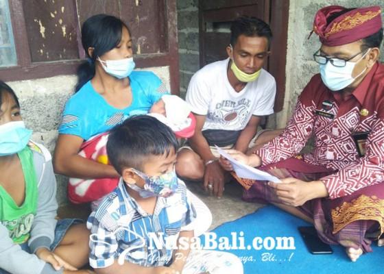 Nusabali.com - bayi-di-busungbiu-terlahir-dengan-dua-jenis-kelamin