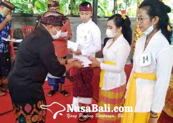 Nusabali.com - desa-adat-sukasada-gelar-wimbakara-ngwacen-aksara-bali