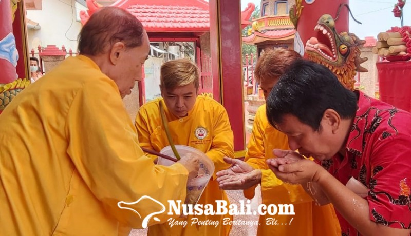 www.nusabali.com-ritual-diikuti-dari-rumah-dipandu-rohaniawan-dari-kelenteng