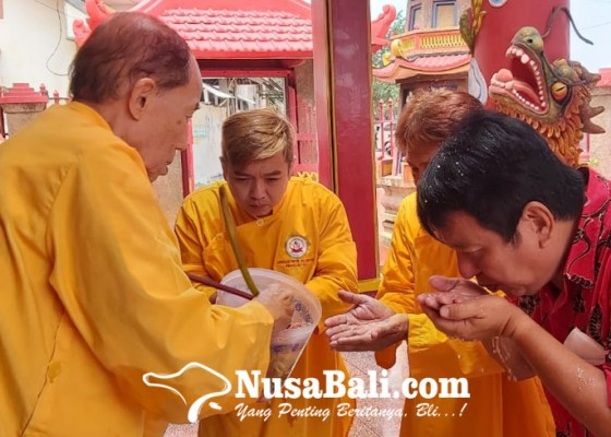 Nusabali.com - ritual-diikuti-dari-rumah-dipandu-rohaniawan-dari-kelenteng