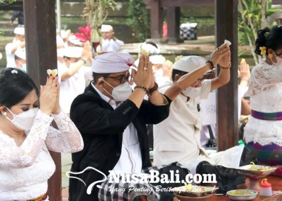 Nusabali.com - usai-dilantik-jaya-wira-gelar-sembahyang-di-pura-batukau