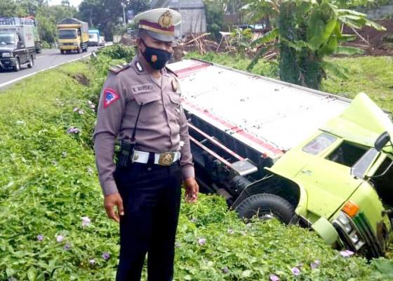 Nusabali.com - truk-bawa-sarden-nyungsep-di-bajera