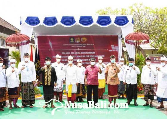 Nusabali.com - imigrasi-dan-lapas-singaraja-tandatangani-komitmen-zona-integritas