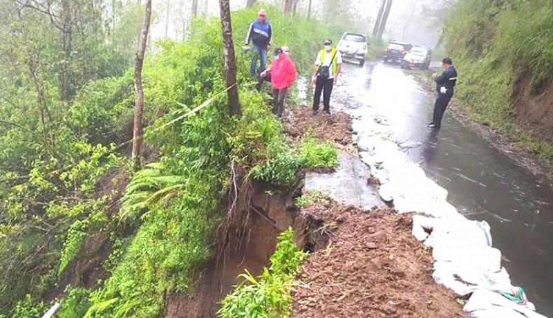 www.nusabali.com-awali-tugas-bupati-bangli-cek-jalan-jebol-dan-drainase