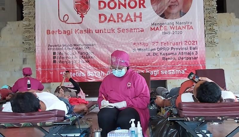 www.nusabali.com-aksi-donor-darah-mengenang-100-hari-wafatnya-maestro-seni-rupa-made-wianta