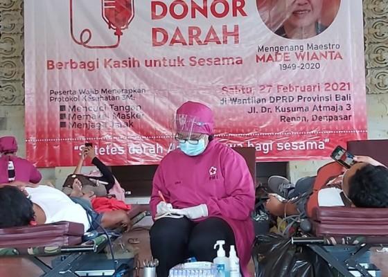 Nusabali.com - aksi-donor-darah-mengenang-100-hari-wafatnya-maestro-seni-rupa-made-wianta