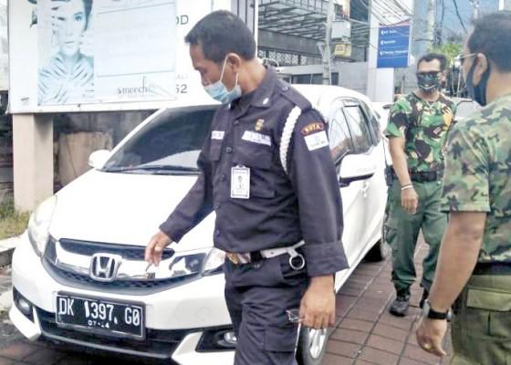 Nusabali.com - petugas-gabungan-razia-parkir-liar