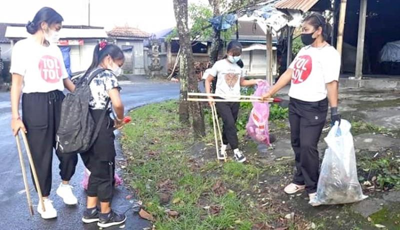 www.nusabali.com-pemuda-banda-pungut-sampah-plastik