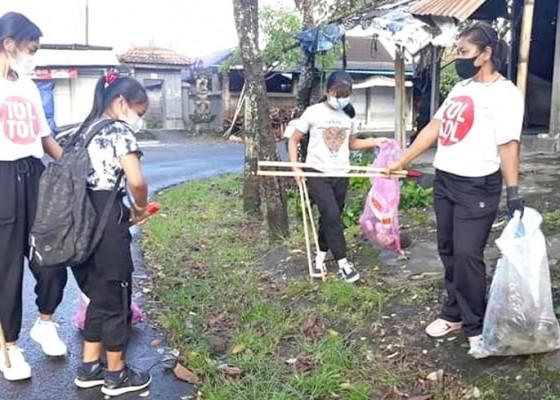 Nusabali.com - pemuda-banda-pungut-sampah-plastik