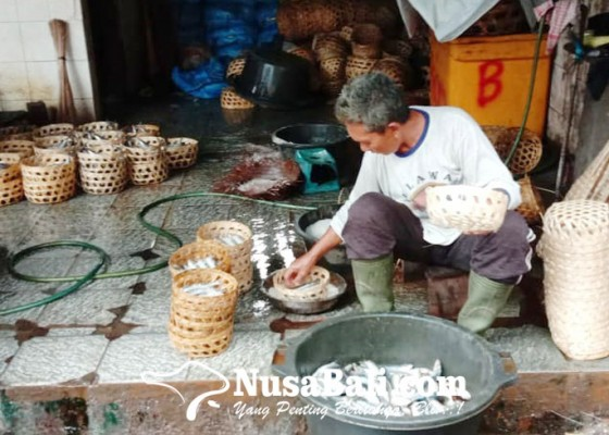 Nusabali.com - industri-ikan-pindang-mampu-bertahan