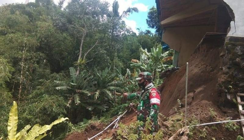 www.nusabali.com-hujan-lebat-warung-bakso-longsor-di-baturiti