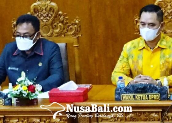 Nusabali.com - wandhira-interupsi-sidang-untuk-bacakan-pantun-buat-jaya-wibawa