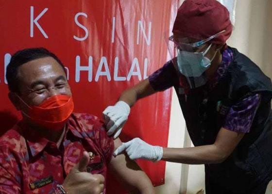Nusabali.com - bupati-wabup-karangasem-jalani-vaksinasi-covid-19