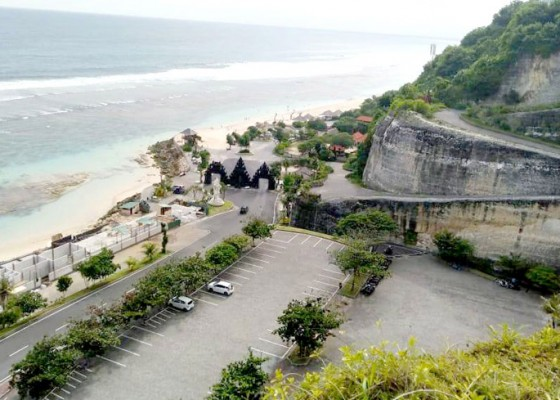 Nusabali.com - dua-bulan-pengujung-pantai-melasti-capai-86-ribu