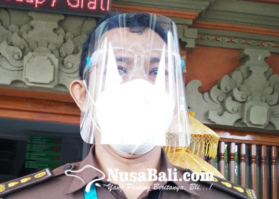 Nusabali.com - lagi-pegawai-honorer-dispar-kembalikan-dana-pen