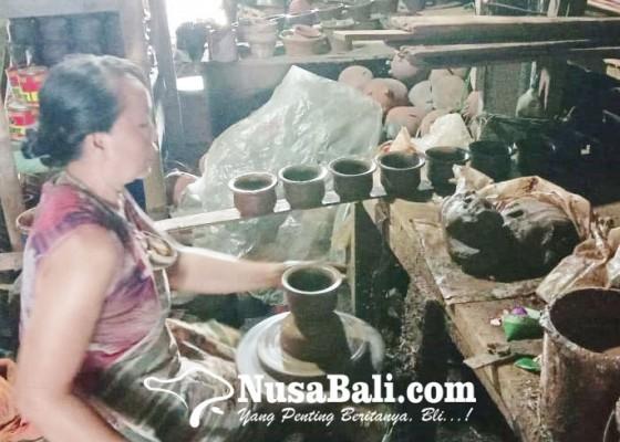 Nusabali.com - kerajinan-gerabah-masih-bertahan