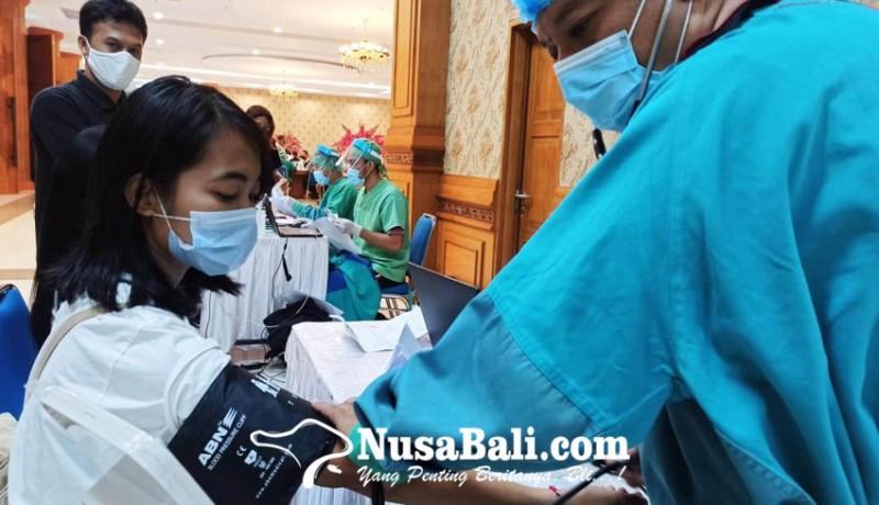 www.nusabali.com-puluhan-wartawan-di-badung-disuntik-vaksin-covid-19