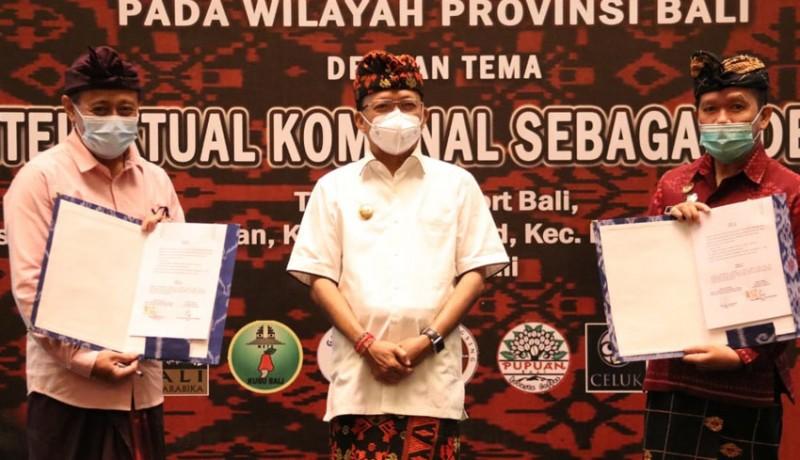www.nusabali.com-gubernur-koster-serahkan-63-sertifikat-merek-perorangan