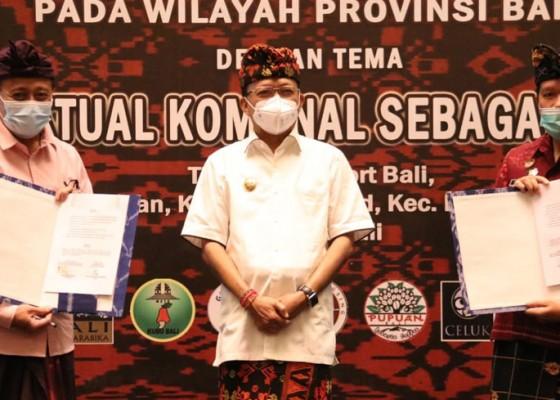 Nusabali.com - gubernur-koster-serahkan-63-sertifikat-merek-perorangan