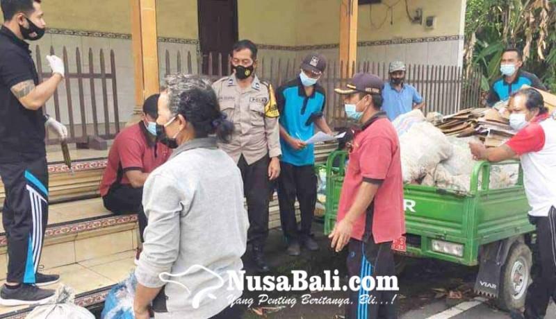 www.nusabali.com-bawa-sampah-plastik-ke-kantor-desa-warga-muncan-dapat-beras