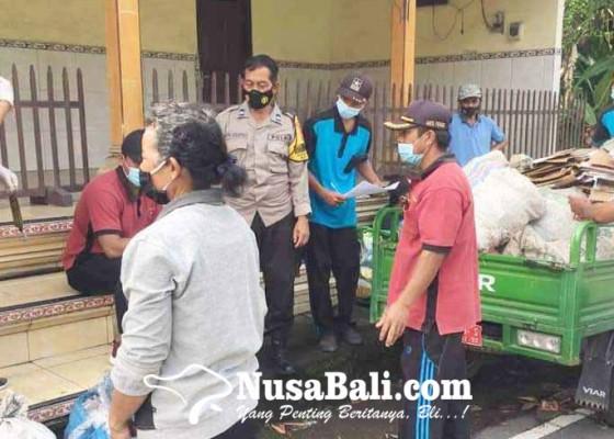 Nusabali.com - bawa-sampah-plastik-ke-kantor-desa-warga-muncan-dapat-beras