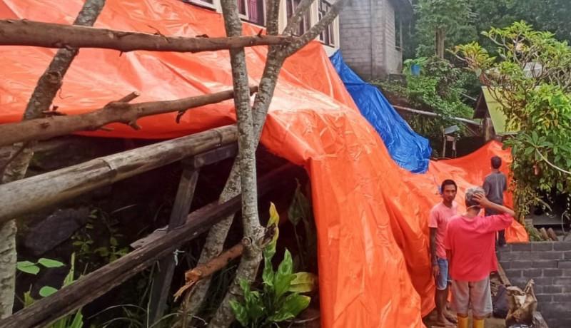 www.nusabali.com-longsor-di-tamblang-senderan-rumah-warga-ambruk