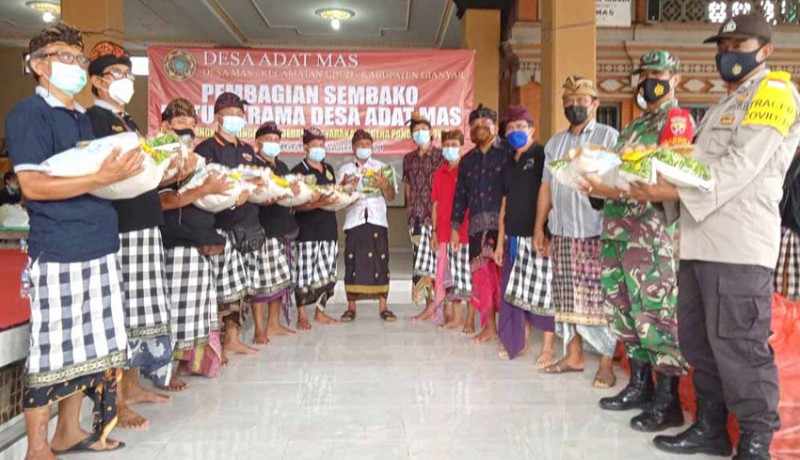 www.nusabali.com-desa-adat-mas-bagikan-1907-paket-sembako-krama