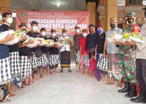 Nusabali.com - desa-adat-mas-bagikan-1907-paket-sembako-krama