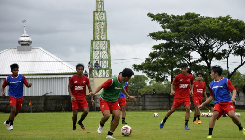 www.nusabali.com-empat-klub-dilarang-satu-grup