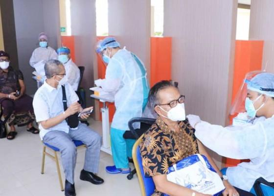 Nusabali.com - unud-dan-dinkes-buka-pos-vaksinasi