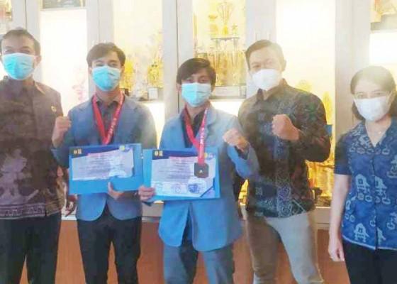 Nusabali.com - dua-karateka-undiksha-persembahkan-medali