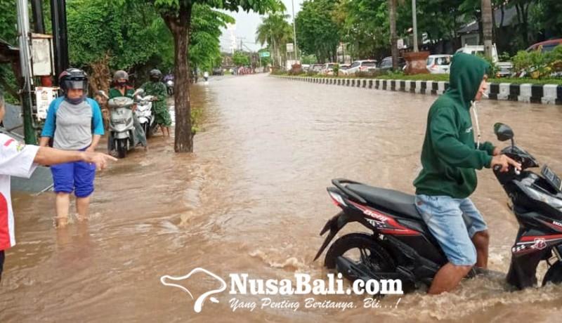 www.nusabali.com-banjir-di-jimbaran-arus-lalulintas-kuta-nusa-dua-lumpuh-3-jam