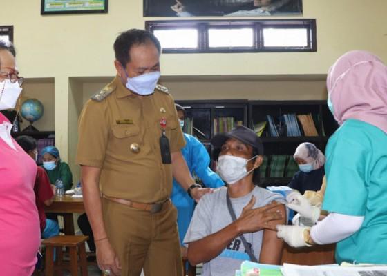 Nusabali.com - target-minimal-70-persen-pedagang-terima-vaksin-covid-19