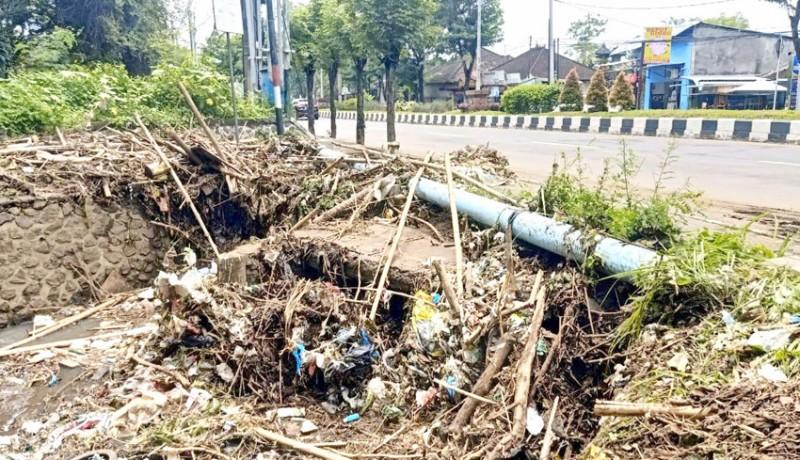 www.nusabali.com-muara-sungai-goa-gong-penuh-sampah