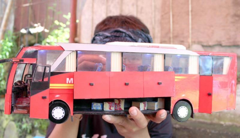 www.nusabali.com-kerajinan-miniatur-bus-dari-kertas-tiga-dimensi