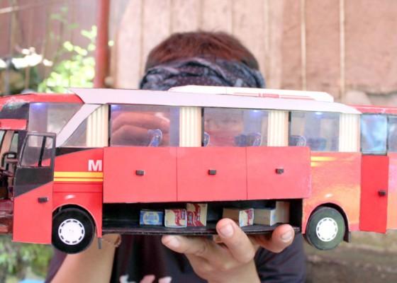 Nusabali.com - kerajinan-miniatur-bus-dari-kertas-tiga-dimensi