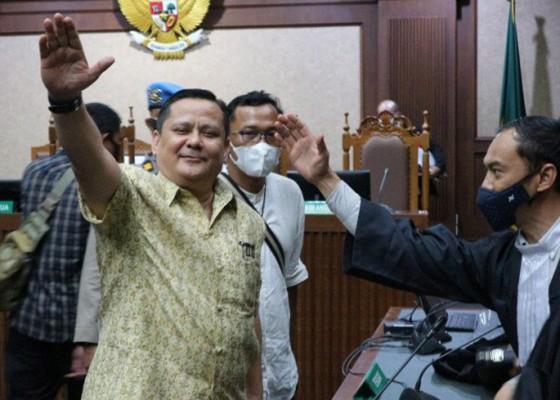 Nusabali.com - divonis-4-tahun-penjara-irjen-pol-napoleon-bonaparte-lebih-baik-mati-daripada-dilecehkan