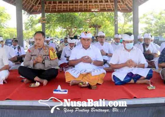 Nusabali.com - bupati-tamba-pantau-melasti-nyepi