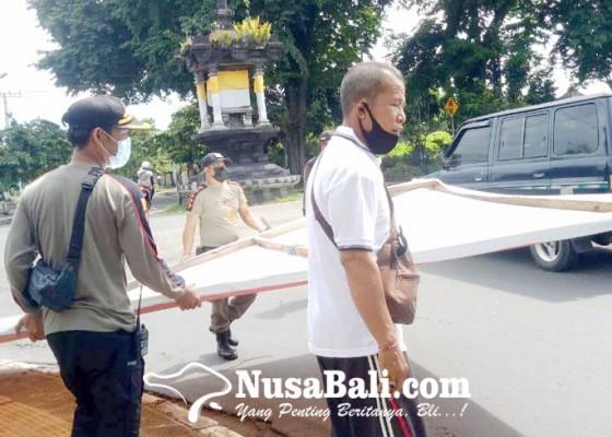 Nusabali.com - satpol-pp-berangus-reklame-bodong