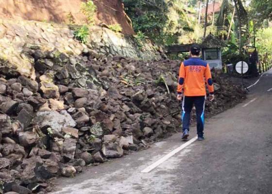 Nusabali.com - tanah-longsor-senderan-16-meter-ikut-tergerus