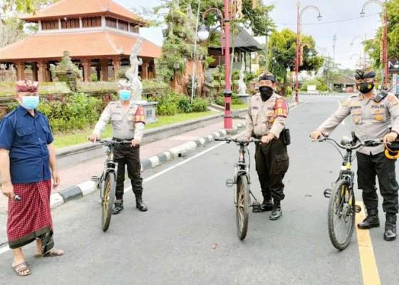 Nusabali.com - kapolsek-gianyar-pimpin-patroli-bersepeda-saat-nyepi