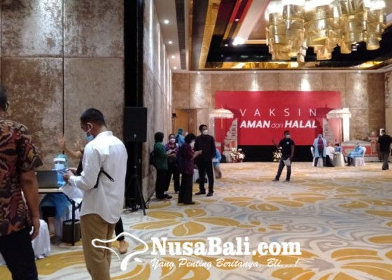 Nusabali.com - 500-pelaku-pariwisata-bali-ikuti-vaksin-massal-di-harris-sunset-road