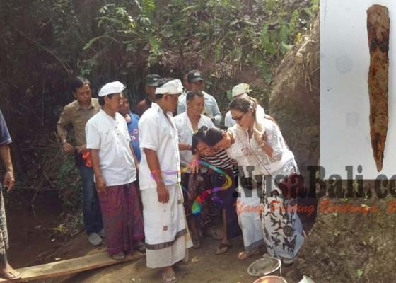 Nusabali.com - proses-penggalian-goa-misterius-ditingkahi-kerauhan