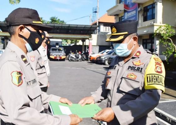 Nusabali.com - 10-personel-urkes-polres-badung-terima-penghargaan